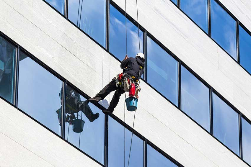 Отмывка фасадов и остекления